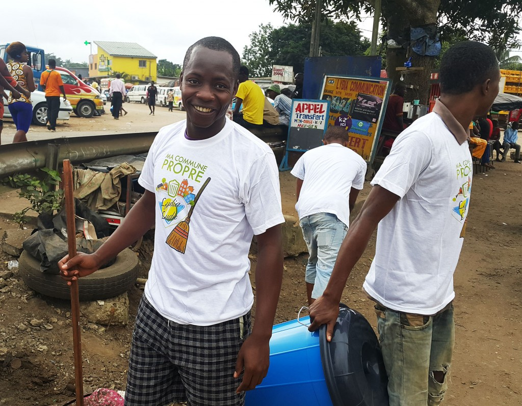 Lydia Ludic Côte d'Ivoire a contribué au nettoyage du quartier Gesco, dans la commune de Yopougon à Abidjan