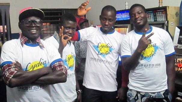 Animation Lydia Ludic Togo de l'Espace de Jeux et de Loisirs situé dans le bar partenaire Makaya Bonheur, dans le quartier Agoè-Assiyéyé de Lomé