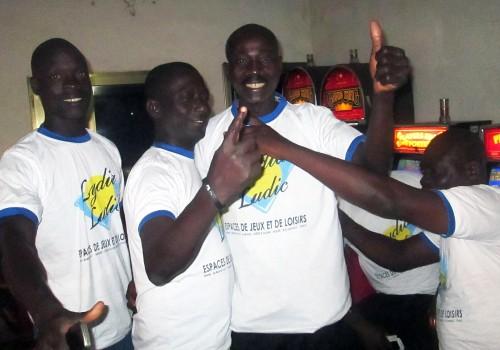 Animation Lydia Ludic Togo de l'Espace de Jeux et de Loisirs situé dans le bar partenaire Makaya, dans le quartier Agbalépédogan de Lomé