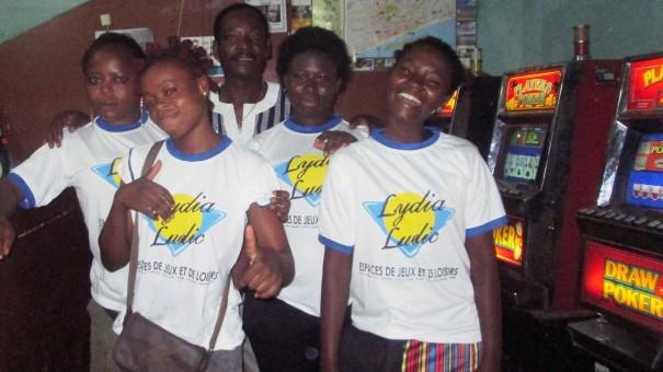 Animation Lydia Ludic Togo de l'Espace de Jeux et de Loisirs situé dans le bar partenaire Douvon, dans le quartier Adidoadin de Lomé