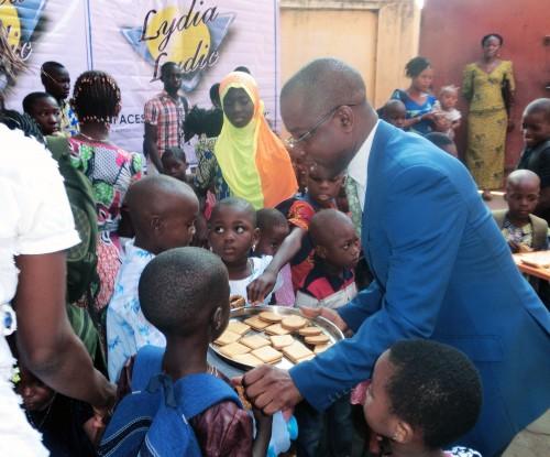 Les enfants des employés de Lydia Ludic Togo ont reçu des kits scolaires de la part de la société en vue de la préparation à la rentrée des classes