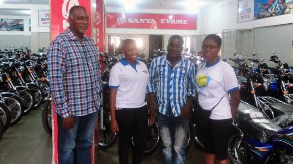 Un client de Lydia Ludic Togo a remporté le Jackpot Royal Flush dans le bar partenaire Wisdom House, dans le quartier Agoè-Assiyeye de Lomé, et est reparti avec une moto