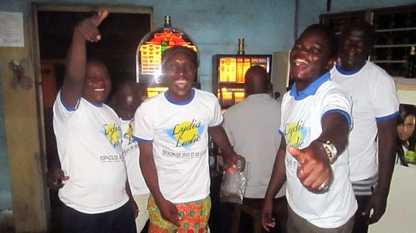 Animation Lydia Ludic Togo de l'Espace de Jeux et de Loisirs situé dans le bar partenaire Biova, dans le quartier Kagomé de Lomé