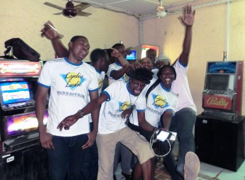 Animation Lydia Ludic Togo de l'Espace de Jeux et de Loisirs situé dans le bar partenaire Oh Yeye, dans le quartier Anani Santos (ancien Fréau Jardin) de Lomé