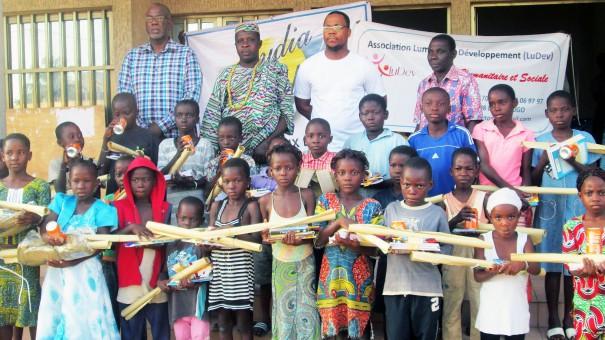 Lydia Ludic Togo a fait un don de kits scolaires aux enfants du quartier d'Adakpamé à Lomé