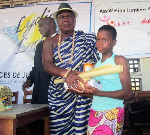 Lydia Ludic Togo a fait un don de kits scolaires aux enfants du village Gbétsogbé Kopé