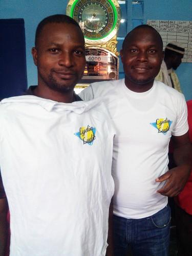 Les clients participant à l'animation Lydia Ludic Côte d'Ivoire de son Espace de Jeux et de Loisirs du quartier Grand Marché de Yamoussoukro