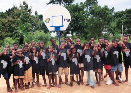 Les enfants de Kouvé ont apprécié le geste social de Lydia Ludic Togo