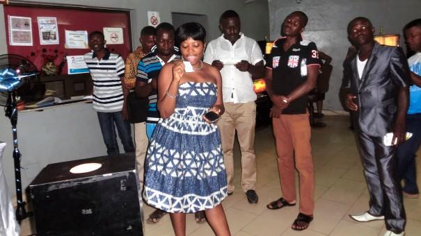 Tirage au sort de la tombola organisée par Lydia Ludic Togo dans son Espace de Jeux et de Loisirs du quartier Atikoumé à Lomé