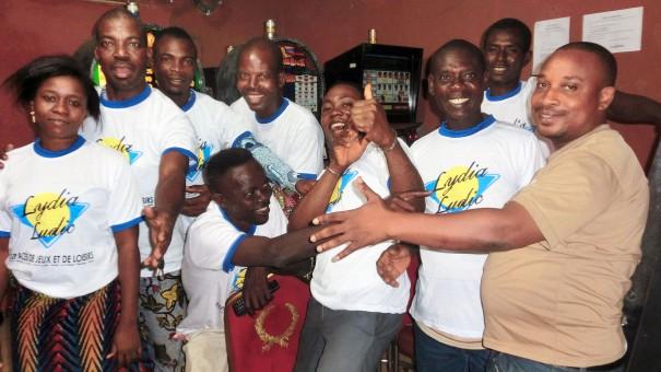 Animation Lydia Ludic Togo de l'Espace de Jeux et de Loisirs situé dans le bar partenaire Planète 2000, dans le quartier Adidogomé de Lomé
