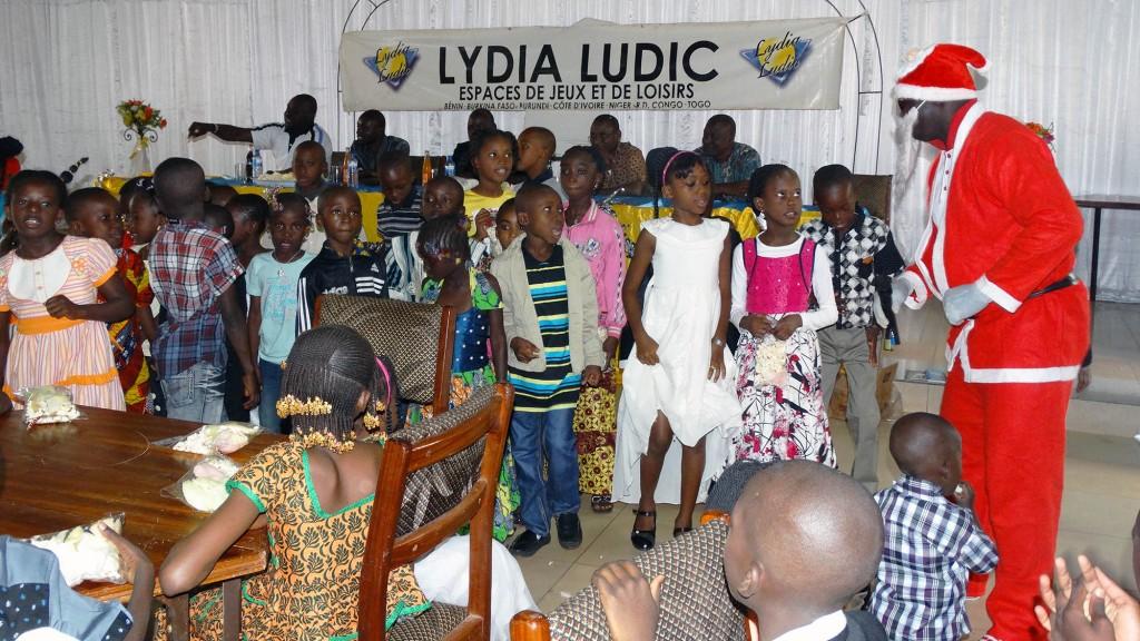 Lydia Ludic Burkina Faso a organisé un arbre de Noël pour les enfants de ses employés