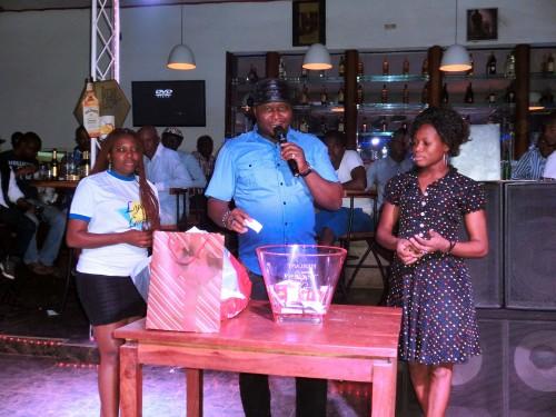 Célébration du 1er anniversaire de bar le Refuge International avec Lydia Ludic Togo