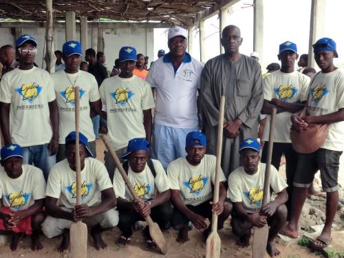 Une des équipes de la course de pirogues sponsorisée par Lydia Ludic Togo lors de la 3ème Edition du Festival d'Aného