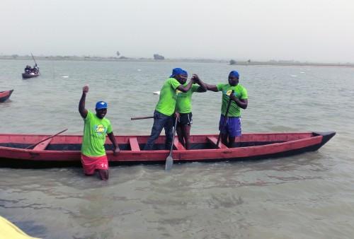 L'équipe vainqueur de la course de pirogues sponsorisée par Lydia Ludic Togo lors de la 3ème Edition du Festival d'Aného