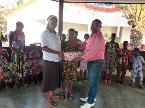 Lydia Ludic Togo a offert des jouets aux orphelins d'Atakpamé