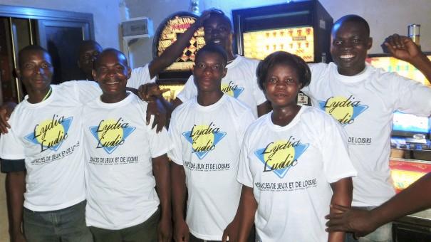 Animation Lydia Ludic Togo de l'Espace de Jeux et de Loisirs situé dans le bar partenaire Anonymat dans le quartier Agoè Anyomé de Lomé