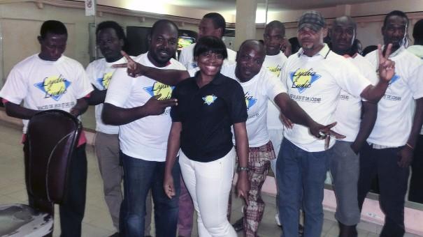 Les participants de la tombola organisée par Lydia Ludic Togo dans son Espace de Jeux et de Loisirs du quartier Ramco à Lomé
