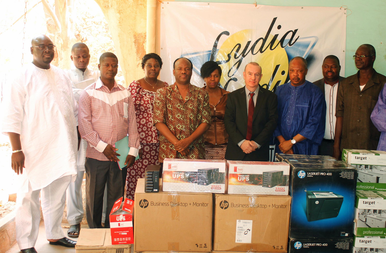 Lydia Ludic Burkina Faso fait don de matériel informatique à l'école ISTIC de Ouagadougou