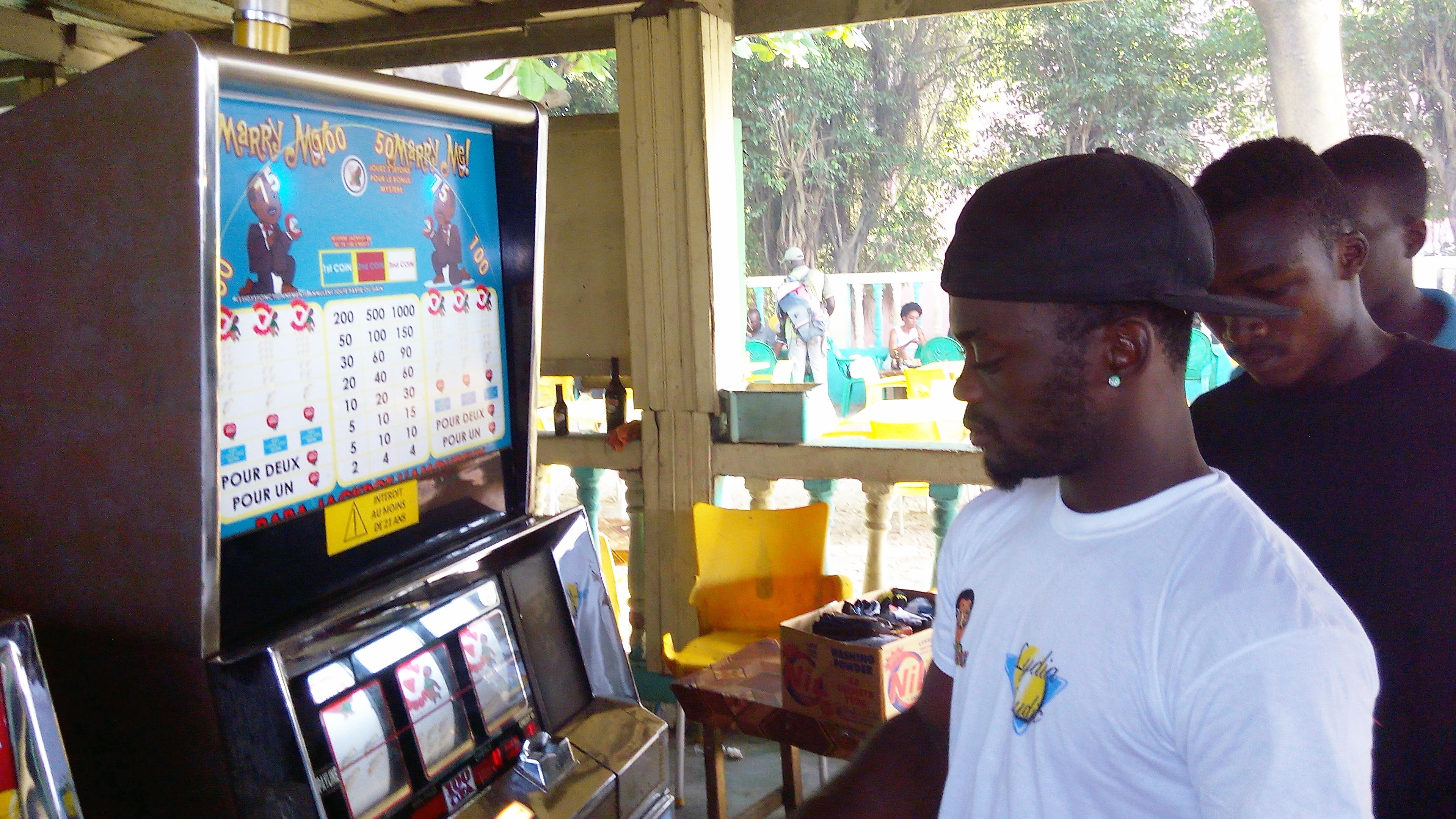 Animation Lydia Ludic Côte d'Ivoire de l'Espace de Jeux et de Loisirs situé dans le bar partenaire Chez Ami dans le quartier Maroc, dans la commune de Yopougon à Abidjan