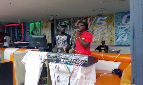 Animation Lydia Ludic Côte d'Ivoire de l'Espace de Jeux et de Loisirs situé dans le bar partenaire Maquis 450 dans le quartier Maroc, dans la commune de Yopougon à Abidjan