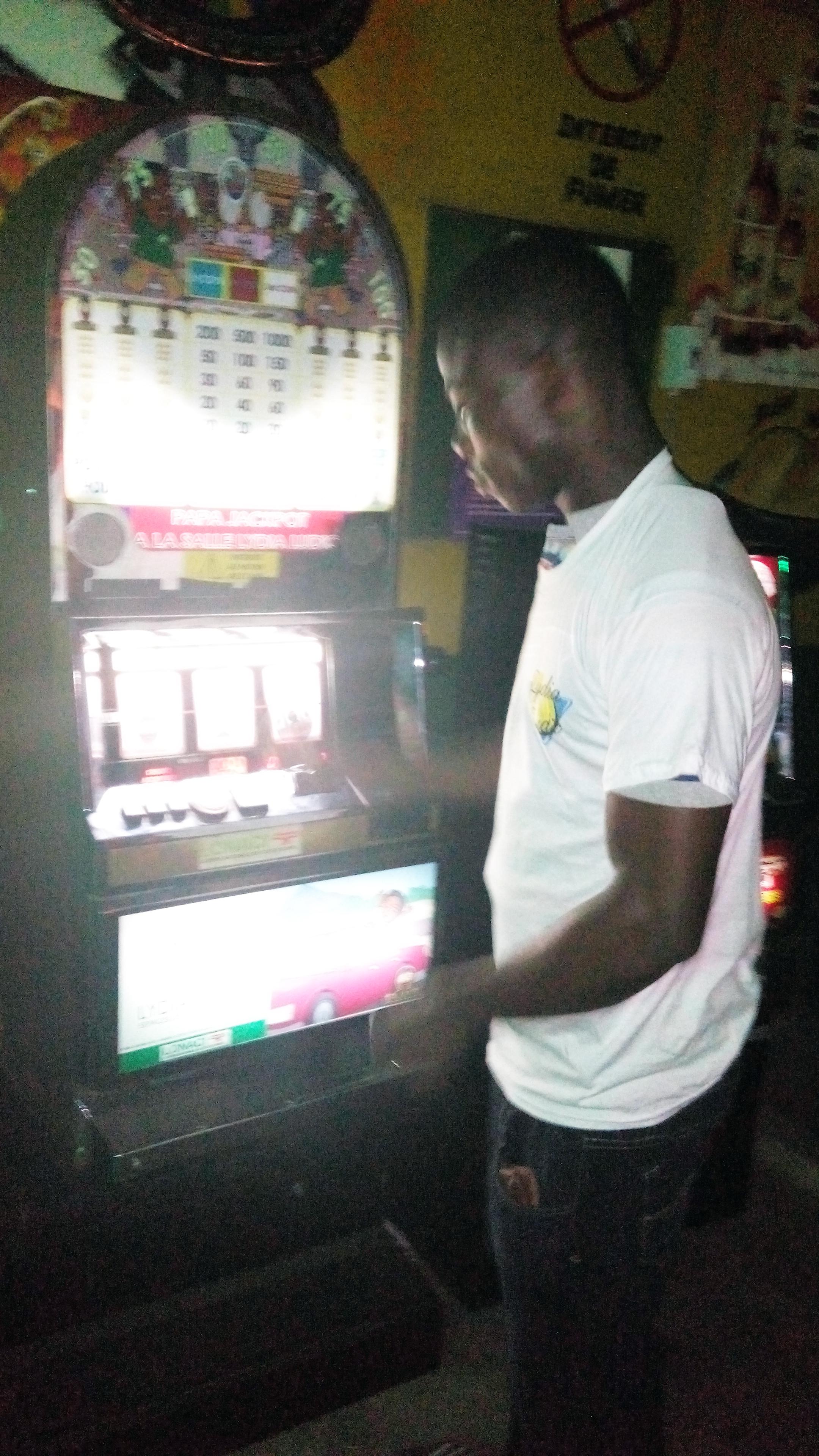 Animation Lydia Ludic Côte d'Ivoire de l'Espace de Jeux et de Loisirs situé dans le bar partenaire Trofè dans le quartier Maroc, dans la commune de Yopougon à Abidjan