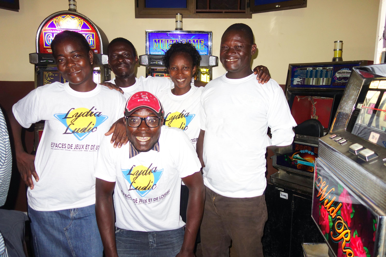 Animation Lydia Ludic Togo de l'Espace de Jeux et de Loisirs situé dans le bar partenaire Ambiance 1 dans le quartier Adéwui de Lomé