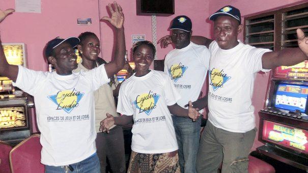 Animation Lydia Ludic Togo de l'Espace de Jeux et de Loisirs situé dans le bar partenaire Viva dans le quartier Agoè de Lomé