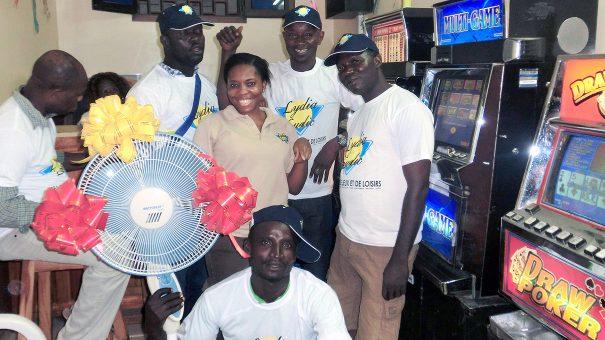 Tirage au sort de la tombola organisée par Lydia Ludic Togo dans son Espace de Jeux et de Loisirs du quartier Nukafu à Lomé