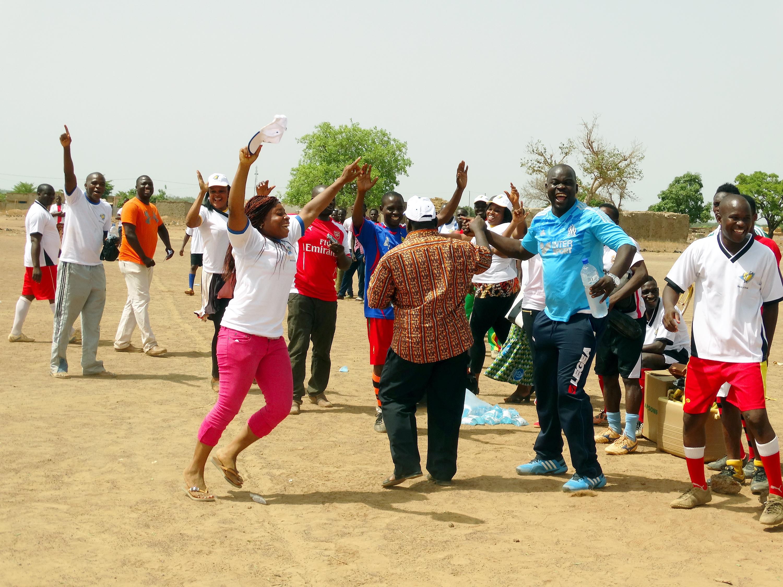 Lydia Ludic Burkina Faso a célébré la Fête du Travail avec ses agents à Boromo