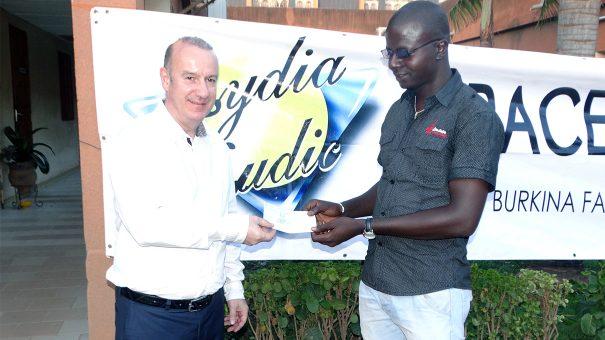 Lydia Ludic Burkina Faso offre son soutien à l'OSEP de Kumbri pour l'OSEP
