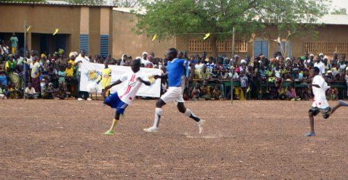 16-05-Lydia-Ludic-Burkina-Faso-Koumbri-CSR-Social-Sport-Don-materiel (10)