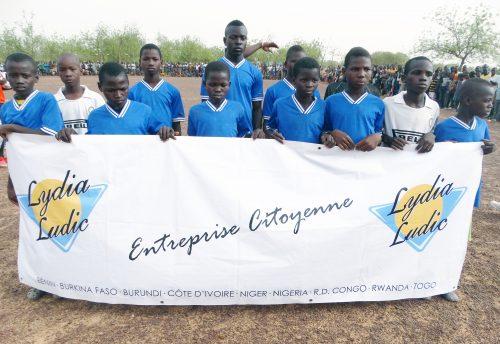 16-05-Lydia-Ludic-Burkina-Faso-Koumbri-CSR-Social-Sport-Don-materiel (6)