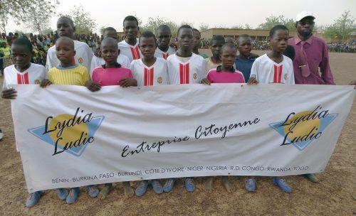 16-05-Lydia-Ludic-Burkina-Faso-Koumbri-CSR-Social-Sport-Don-materiel (7)