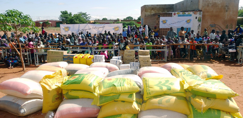 Lydia Ludic Burkina Faso fait don de vivres au Centre TABITHA à Bobo-Dioulasso