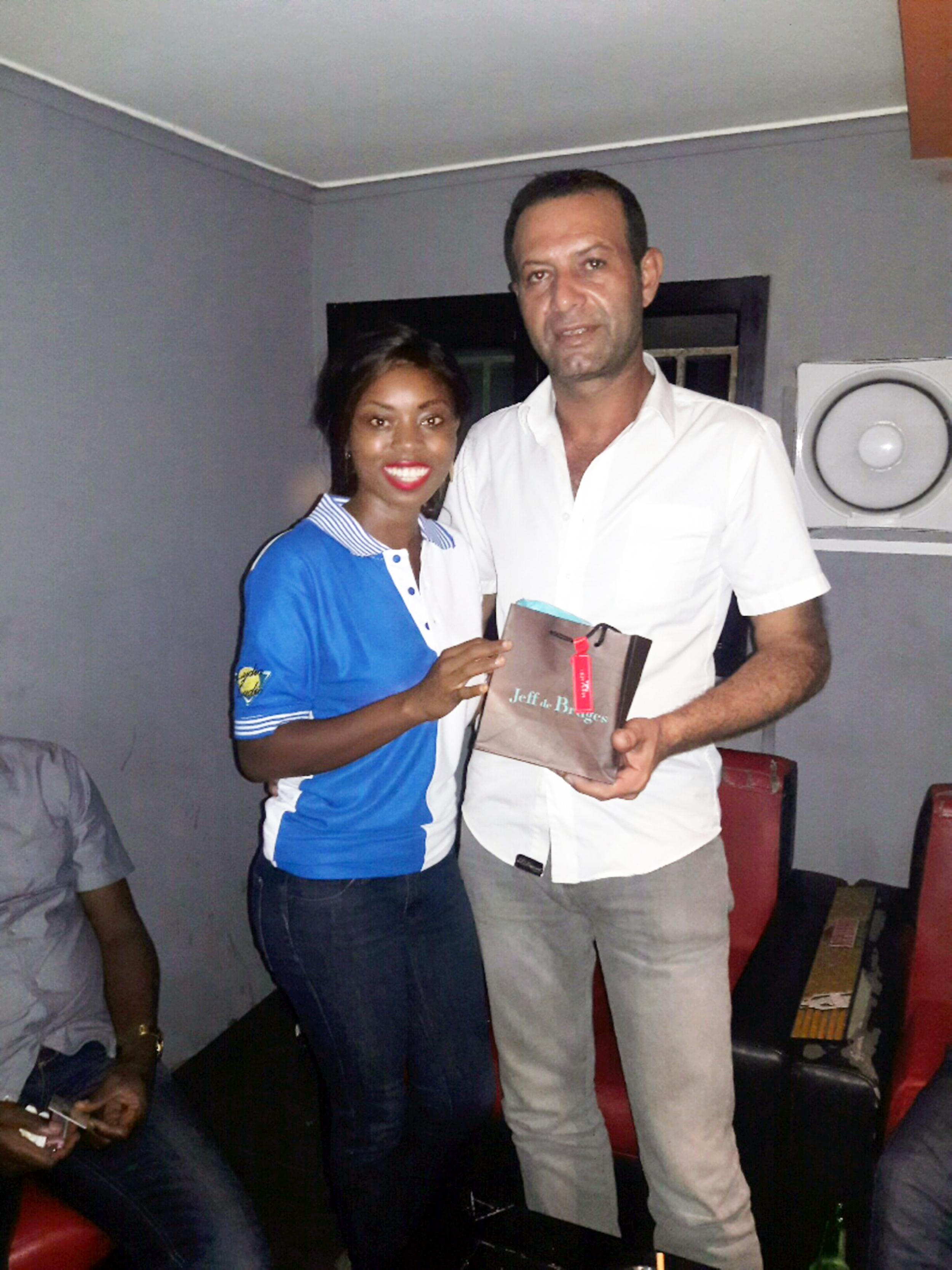 Lydia Ludic Côte d'Ivoire a célébré la Fête des Pères en offrant des cadeaux à ses clients Papa