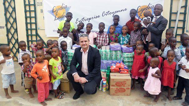 Lydia Ludic Togo et les enfants de l'orphelinat la Maison de la Providence
