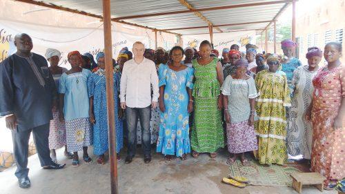 Lydia Ludic Burkina Faso a apporté son soutien aux femmes de la Cour de Solidarité de Paspanga, à Ouagadougou