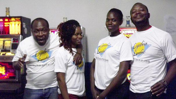 Animation Lydia Ludic Togo de l'Espace de Jeux et de Loisirs situé dans le bar partenaire New Mondial 82 dans le quartier Ablogame de Lomé