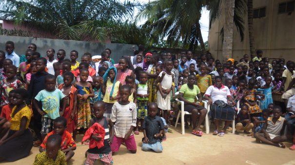 Lydia Ludic Togo fait don de kits scolaires aux élèves du Lycée de Kouvé