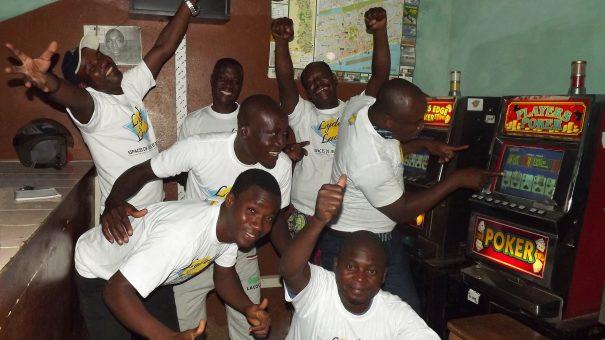 Animation Lydia Ludic Togo de l'Espace de Jeux et de Loisirs situé dans le bar partenaire Douvon dans le quartier Adidoadin de Lomé