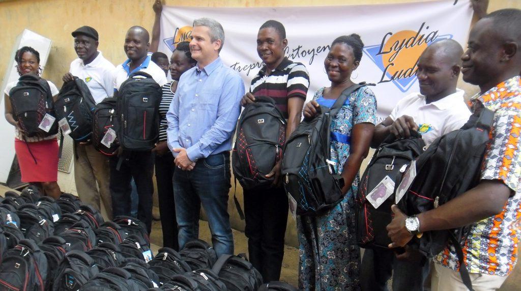 Lydia Ludic Togo fait don de kits scolaires aux enfants de ses employés - Septembre 2016