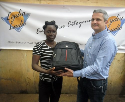 16-09-lydia-ludic-togo-lome-csr-interne-don-kits-scolaires-rentree-3