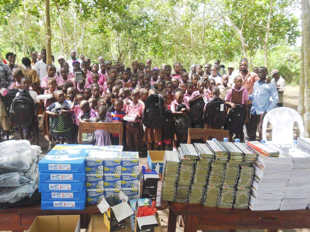 Lydia Ludic Togo fait don de kits scolaires aux enfantsde l'EPL Kékéli et de l'EPP Agotimé-Koumassi - Novembre 2016