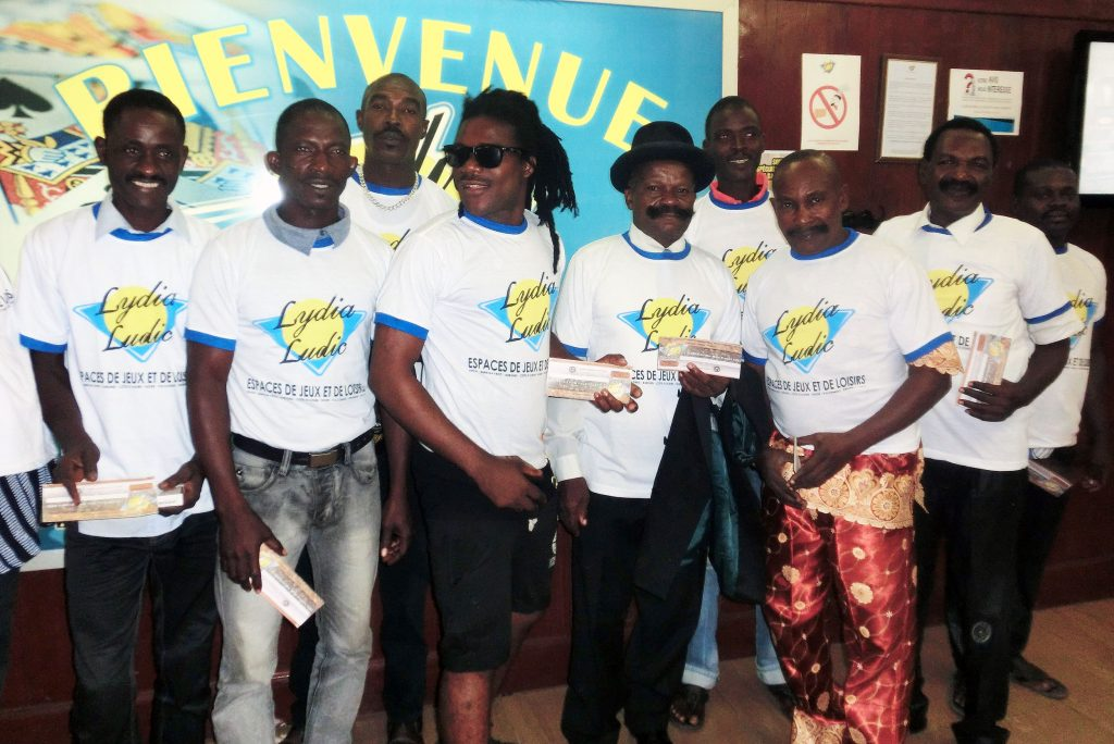 SANTÉ DES HOMMES : Lydia Ludic Togo organise un concours de Moustache et récolte des fonds pour l'association MOVEMBER - Novembre 2015