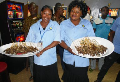 Lydia Ludic Burkina Faso · Banfora · Buffet offert aux clients