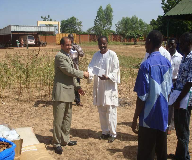 Lydia Ludic Burkina Faso apporte son soutien au centre sanitaire de Tamporin - Octobre 2009
