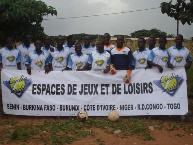 Lydia Ludic Burkina Faso soutient l'équipe de Football du Secteur 12 pour la Coupe de Dô - Octobre 2011