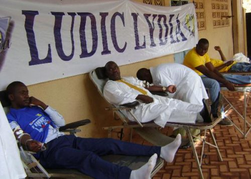 Lydia Ludic Burkina Faso organise une collecte de sang à Bobo-Dioulasso - Mai 2011