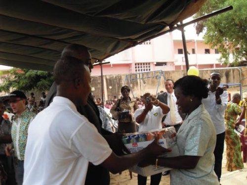 Lydia Ludic Togo vient en aide à l'association L'Envol - Février 2011