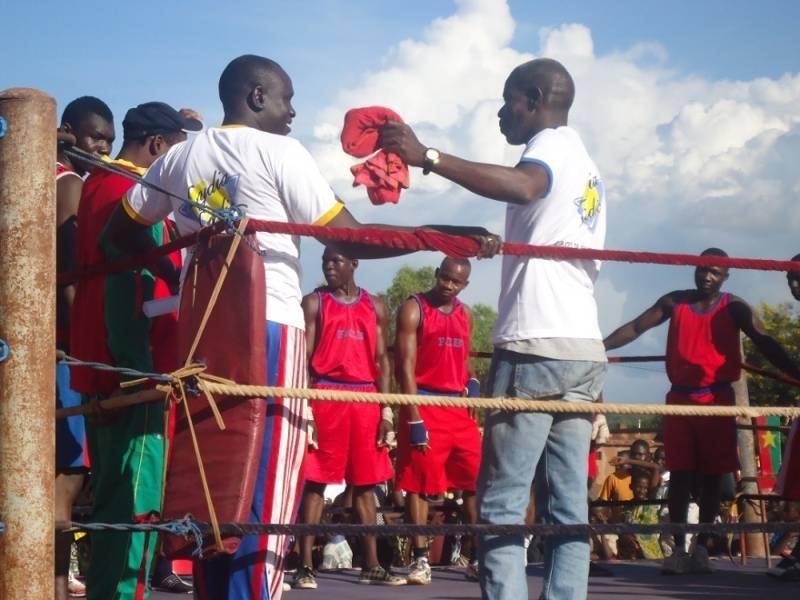 Lydia Ludic Burkina Faso parraine le Gala de Boxe de Bobo-Dioulasso - Octobre 2012